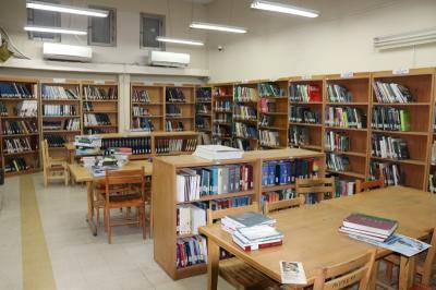 کتابخانه و سالن مطالعه -